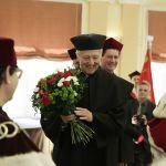 Prof. Zoltán Kövecses z kwiatami
